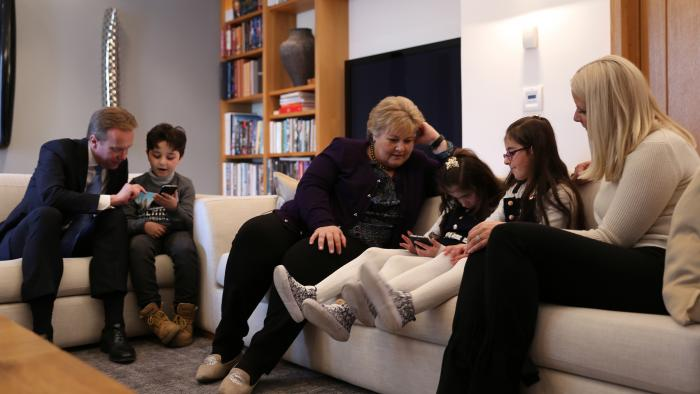 Norwegian Prime minister Erna Solberg, Foreign minister Børge Brende and Crown Princess Mette Marit with Syrian Children promoting EduApp4Syria on prime-time TV. Photo: NRK.